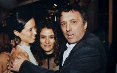 Assi Dayan avec sa femme Amalia et son ex-femme Vered Tandler Dayan en 1995 (Crédit : Moshe Shai/Flash 90)