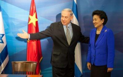 Le Premier ministre Benjamin Netanyahu et la vice Première ministre chinoise Liu Yandong pendant une conférence de presse commune au bureau du premier ministre, à Jérusalem, le 19 mai 2014 (Crédit : Emil Salman POOL/Flash 90)