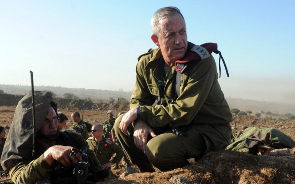 Le chef d'état-major de Tsahal, le lieutenant général Benny Gantz en action lors d'un exercice de tir réel pour les commandants de bataillons de l'armée israélienne se déroulant sur le Plateau du Golan, le 4 septembre 2012. (Shay Wagner/Armée israélienne/FLASH90)