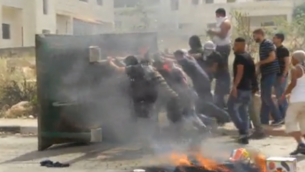 Capture d'écran du film que tournait Daniel Book lors de la manifestation à Beitunia (Crédit : Walla News)