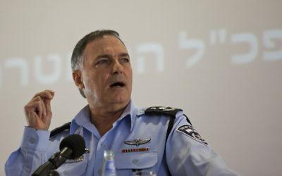 Yohanan Danino, alors chef de la police israélienne, en juin 2012 (Crédit : Yonatan Sindel/Flash90)