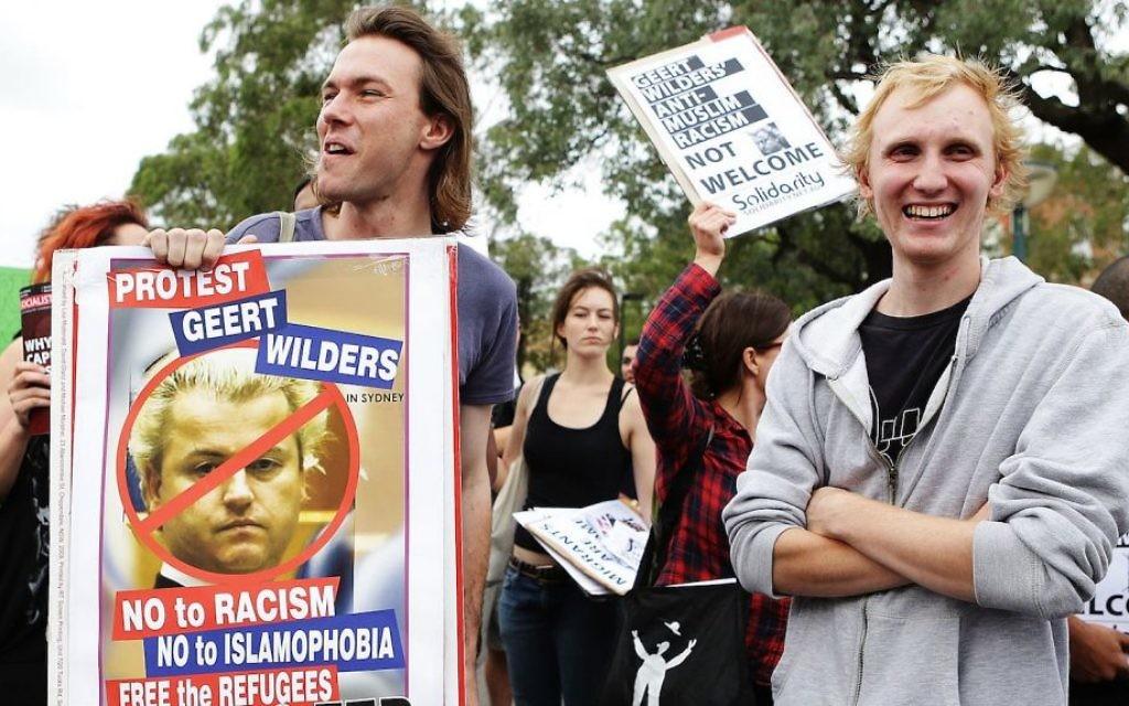 Des manifestants australiens contre le politicien Geert Wilders à Sydney (Crédit : Brendon Thorne/Getty images via JTA)