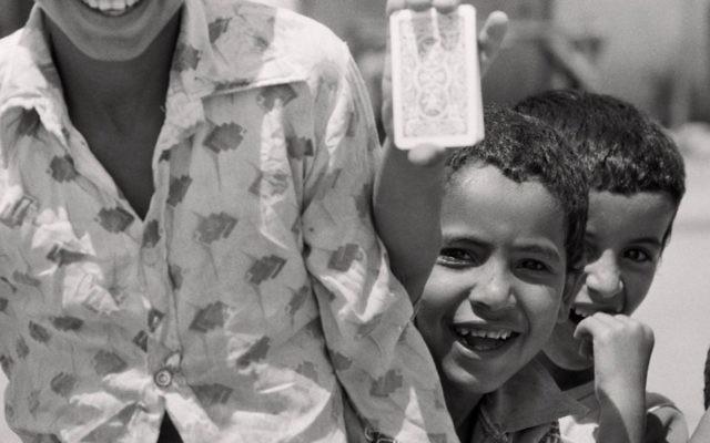 Des réfugiés palestiniens à Gaza, 1979 (Crédit : Jean Mohr/Musée de l'Elysée, Suisse)