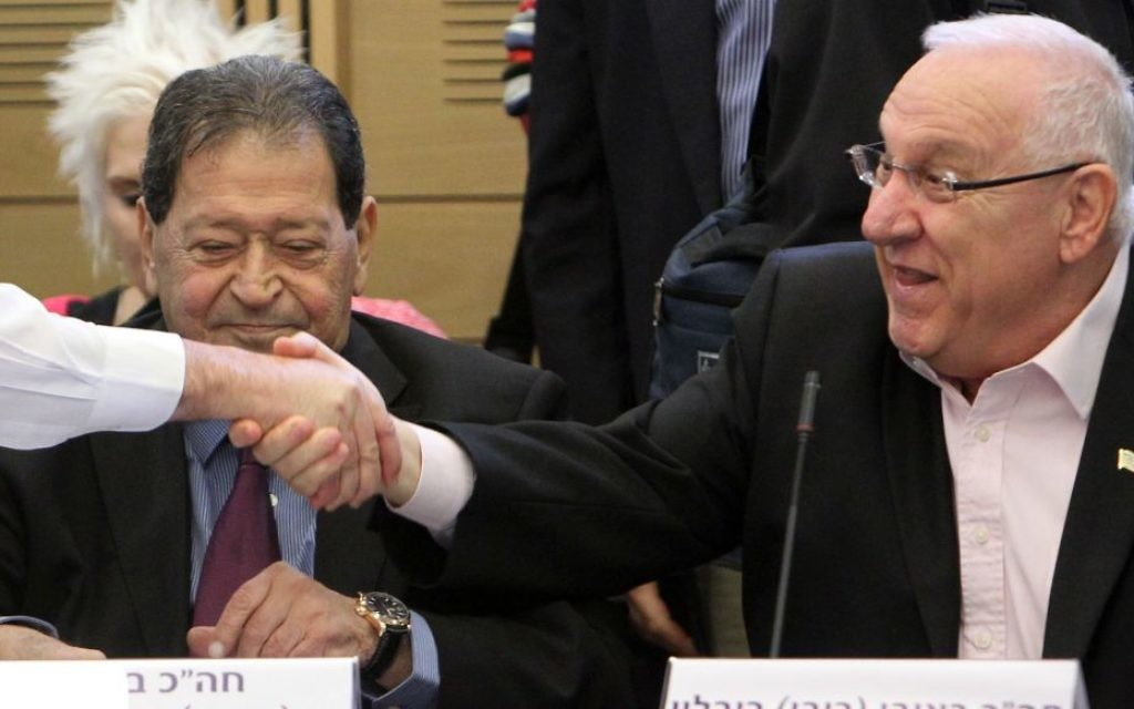 Reuven Rivlin (droite) et Binyamin Ben-Eliezer (Crédit : Miriam Alster/Flash90)