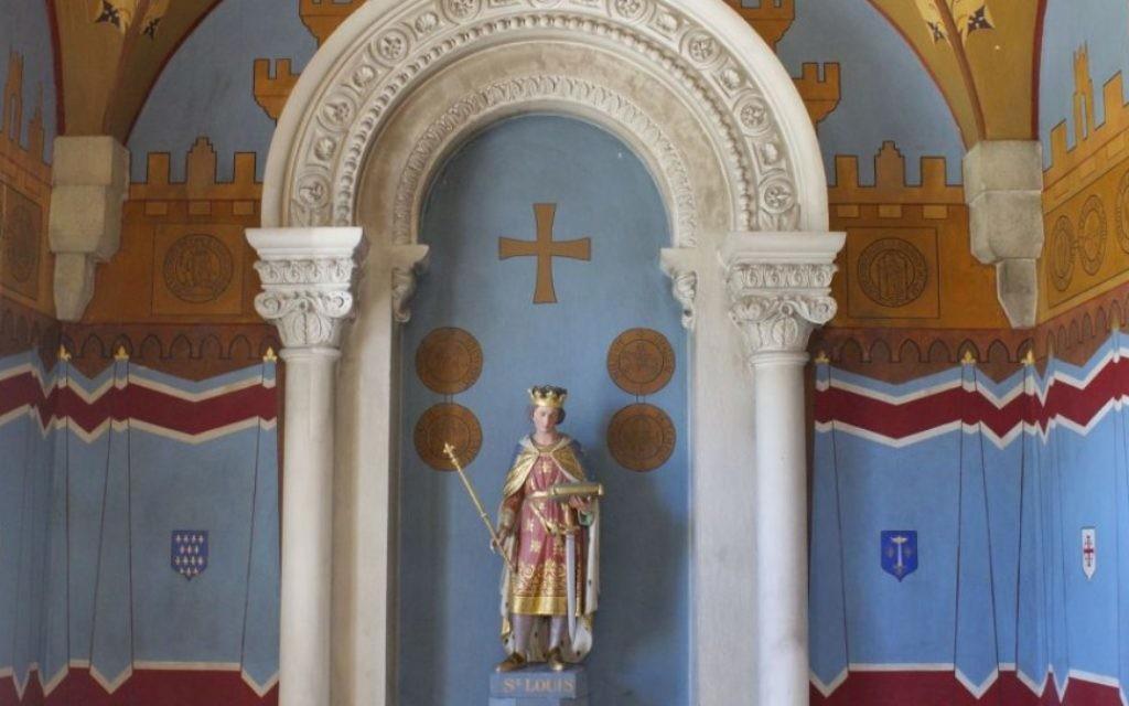 Saint-Louis représenté à l'hôpital français Saint Louis à Jérusalem (Crédit : Moti Tufeld)