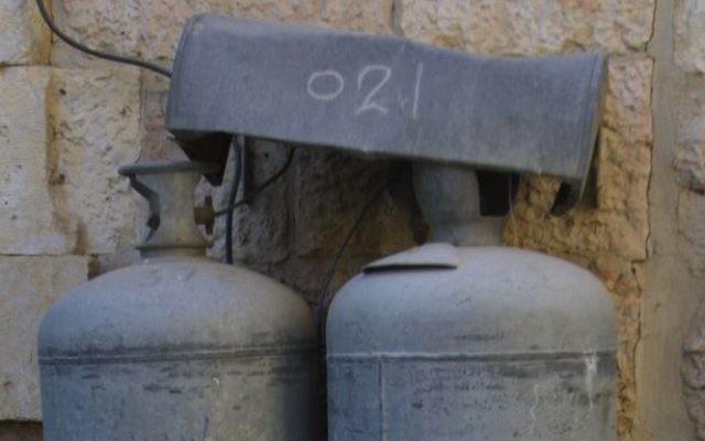 Bombonne de gaz à l'extérieur d'un immeuble (Crédit photo : Flash90)