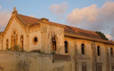 La synagogue Magen Avraham avant restauration à Beyrouth (Crédit : YC2TLV/Wikimedia commons/CC BY SA 3.0)