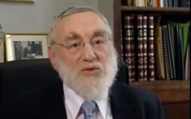 Le grand rabbin de Paris Michel Guggenheim (Crédit : capture d'écran YouTube)