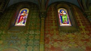 Les vitraux à l'hôpital français Saint Louis (Crédit : Moti Tufeld)