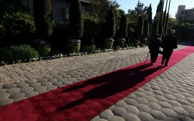 Tapis rouge devant la résidence de la présidence (Crédit : Kobi Gideon/Flash 90)