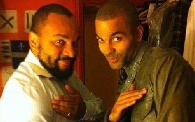 Tony Parker et Dieudonné en train de faire une quenelle (Crédit : Instagram/Bestquenelle)
