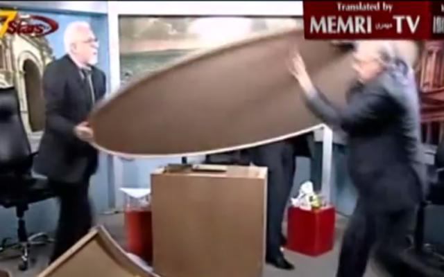 Les commentateurs jordaniens s'emportent sur un plateau de TV (Crédit : capture d'écran YouTube)