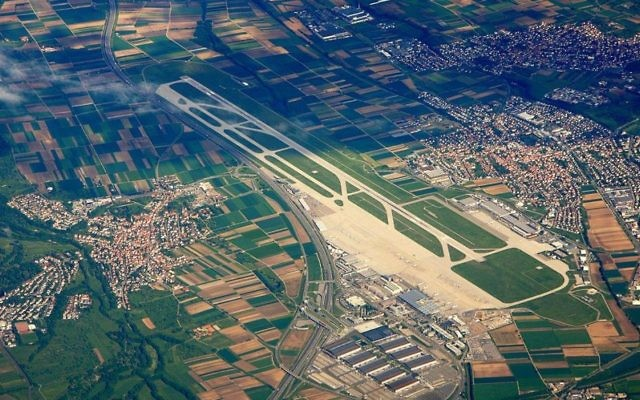 Vue aérienne de l'aéroport de Stuttgart, Allemagne (Crédit : Wikimedia Commons/CC BY-SA 3.0/DE, Wo st 01)