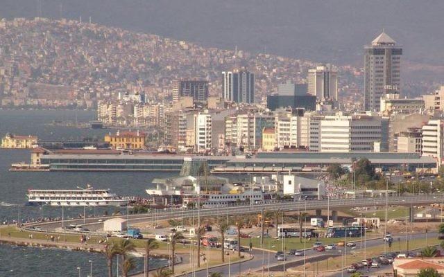 Vue sur la ville d'Izmir (Crédit : Yilmaz Ugurlu/Wikimedia commons)