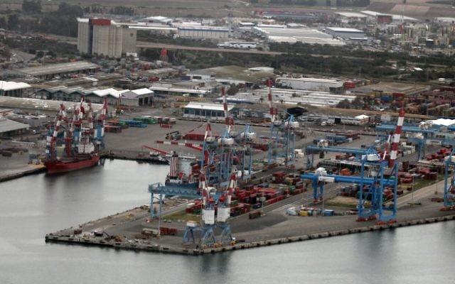 Vue sur le port d'Ashdod (Crédit : Yossi Zamir/Flash 90)