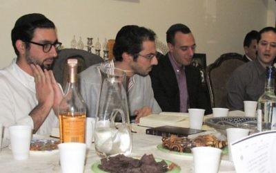 Les chanteurs de bakashot - de gauche à droite, Joachim Nahmani, Sacha Ouazana, Haim Fedida et Mony Abergel (Crédit : Talia Bloch/JTA)