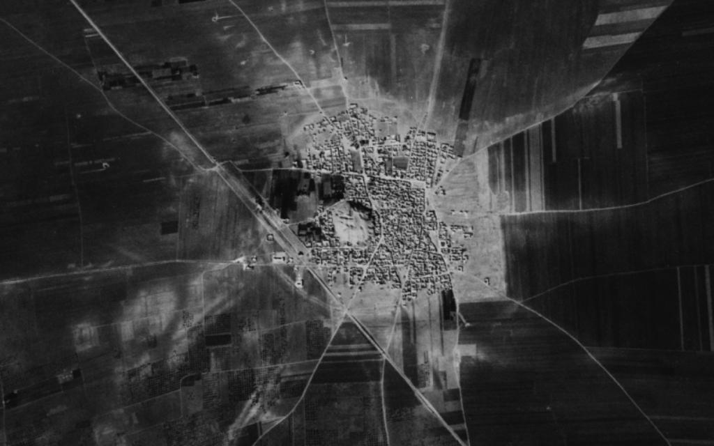 Une image d'un satellite espion de Tell Rifaat dans le  nord de la Syrie (Crédit Center for advanced Spatial Technologies Université de l'Arkansas/Geological Survey)