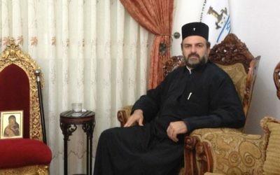 Le père Gabriel Naddaf  (Crédit : Mitch Ginsburg/Times of Israel)