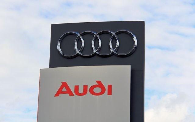 Le constructeur allemand Audi a utilisé de la main d'oeuvre forcée au cours de la Seconde Guerre mondiale. (Crédit: http://www.shutterstock.com/pic-176364089/stock-photo-turku-finland-september-sign-audi-against-sky-audi-receives-the-best-employer.html?src=5kwfCioZhsOIyUUcZKAERw-1-11via Shutterstock)