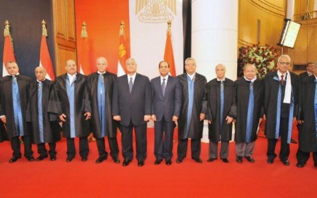 Le nouveau gouvernement égyptien prête serment le 17 juin (Crédit : EGYPTIAN PRESIDENCY / AFP)