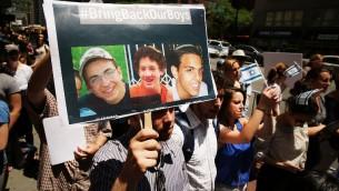 Une manifestation de soutien organisée à New York pour les trois adolescents enlevés en Israël le 12 juin (Crédit : SPENCER PLATT / GETTY IMAGES NORTH AMERICA / AFP)
