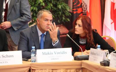 Makis Voridis et Chara Papazoudi (Crédit : OSCE Parliamentary/Flickr/CC BY-SA 2.0)
