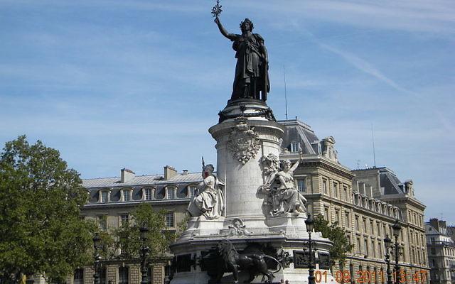 Place de la République à Paris (Crédit : Britchi Mirela/Wikimedia commons/CC BY-SA 3.0)