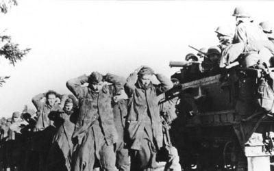 Troupes nazies capturées par les forces américaines en Belgique, en décembre 1944 - photo illustrative (Crédit : US Signal Corps/public domain)