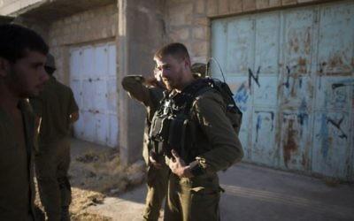 Des soldats de l'armée israélienne à Hébron (Crédit photo : Yonatan Sindel/Flash90)