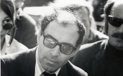 Jean Luc Godard à Berkeley en 1968 (Crédit : Gary Stevens/Wikimedia Commons/CC BY 2.0)