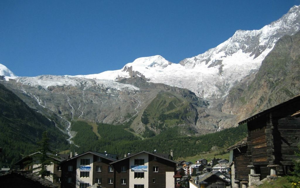 Vue sur Saas-Fee (Crédit : Saas Fee Tourist Office)