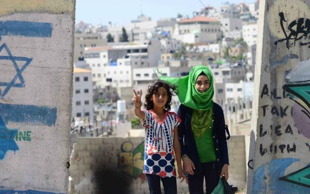 Des petites filles palestiniennes en Cisjordanie (Crédit : Mendy Hechtman/FLASH90)