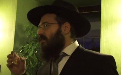 Le rabbin en chef de Cracovie (Crédit : capture d'écran Youtube)