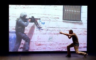 Arkadi Zaides au Festival de théâtre d'Avignon (Crédit : AFP)