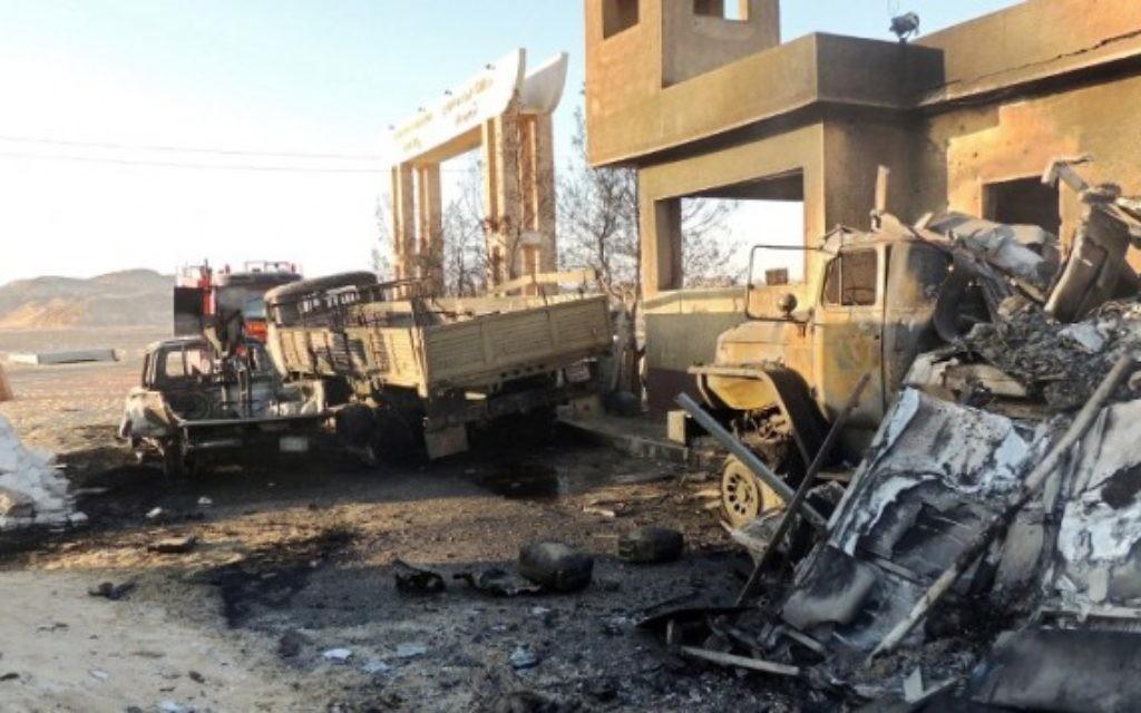 Le lieu d'une attaque terroriste dans laquelle 22 gardes-frontières égyptiens ont été tués à al-Wadi al-Gadid, 24 juillet 2014 (Crédit : AFP / STR)