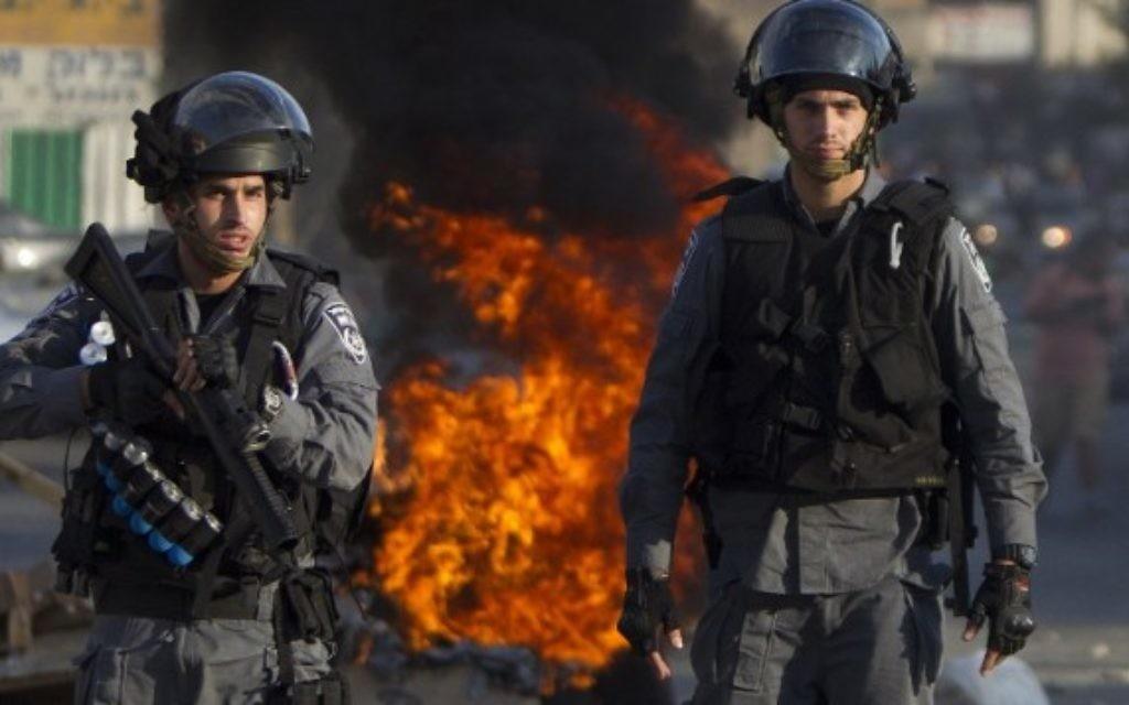 La police anti-émeute israélienne à Nazareth, le 21 Juillet, 2014 (Crédit : AFP/AHMAD GHARABLI).