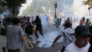 Émeutes à Barbès-Rochechouart (Crédit : AFP/Jacques Demarthon)