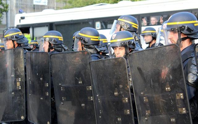Rassemblement à Paris le 26 juillet qui avait été interdit (Crédit : Glenn Cloarec/Times of Israel)