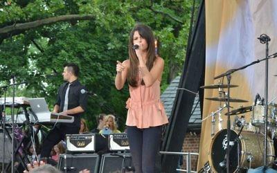 Selena Gomez (Crédit : CC BY CA dephisticate, Wikipedia)