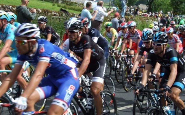 Le Tour de France 2014 lors d'une étape près de York, en Angleterre, dans les premiers jours de la course. (Crédit : @ Dan_A / Flickr)