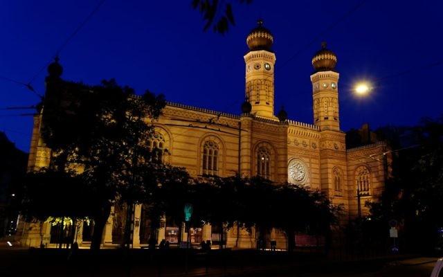 La Grande Synagogue de Budapest (Crédit : CC-BY-SA, Yelkrokoyade, Wikimedia Coomons)