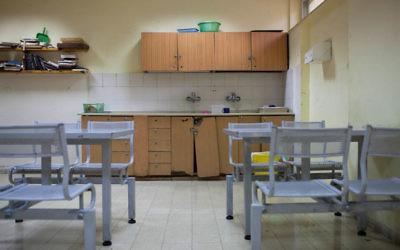 Une salle de l'hôpital psychiatrique de Kfar Shaul (Crédit : Noam Moskowitz/Flash90)