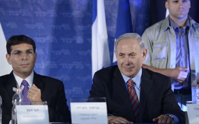 Danny Danon (gauche) et Benjamin Netanyahu (Crédit : Tomer Neuberg/Flash90)