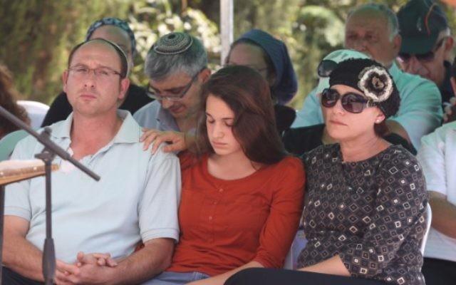 La famille de Gil-ad Shaar (Crédit : capture d'écran Deuxième chaîne)