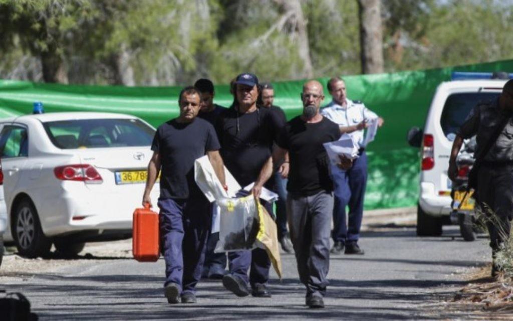 Des policiers près de la forêt de Jérusalem (Crédit : Flash 90)