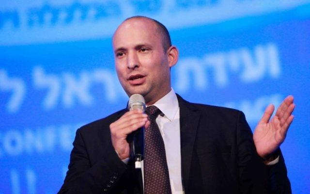 """Naftali Bennett lors de la """"Conférence pour la paix"""" organisée par le quotidien Haaretz à Tel Aviv, mardi 8 juillet 2014 (Crédit : Flash90)"""