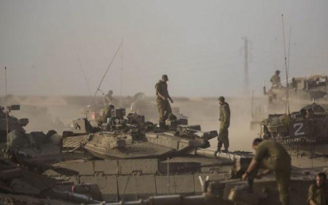 Un tank de l'armée israélienne (Crédit : Yonatan Sindel/Flash90)