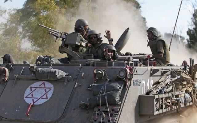 Un tank israélien dans le sud d'Israël - 18 juillet 2014 (Crédit : Yossi Aloni/Flash90)