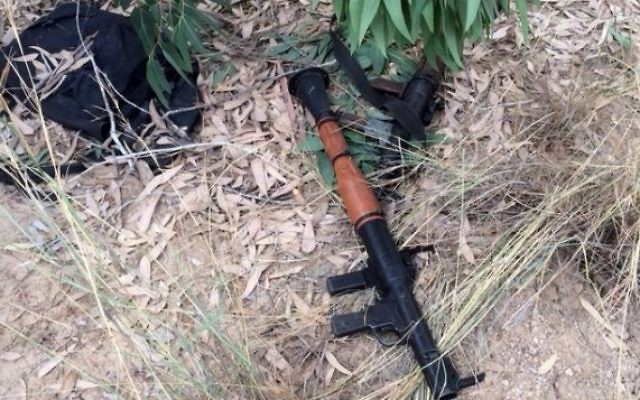 Arme trouvée dans un tunnel de Gaza (Crédit : IDF Spokesperson/Flash90)