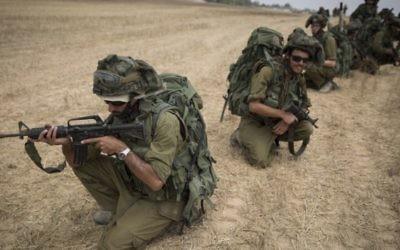 Soldats dans la bande de Gaza (Crédit : Flash 90)